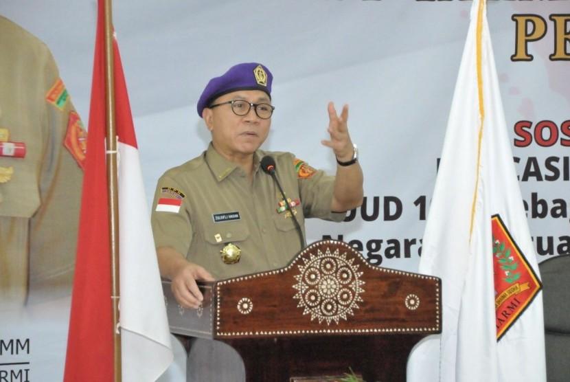 Ketua MPR RI, Zulkifli Hasan, saat melantik jajaran pengurus Ikatan Alumni Resimen Mahasiswa Indonesia (IARMI) Nusa Tenggara Barat (NTB), Jumat (11/8).