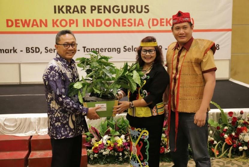 Ketua MPR Zulkifli Hasan dinobatkansebagai Bapak Pencinta Kopi Indonesia.