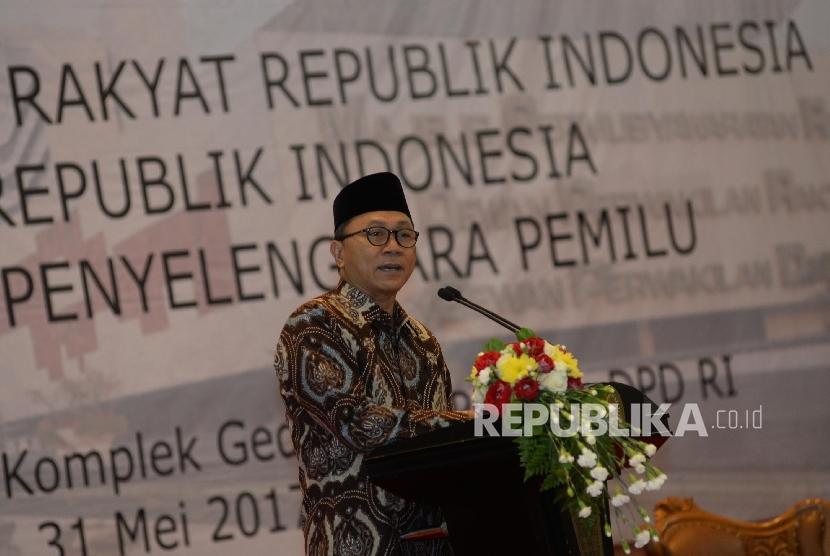 Ketua MPR Zulkifli Hasan memberi sambutan dalam sebuah acara. (ilustrasi)