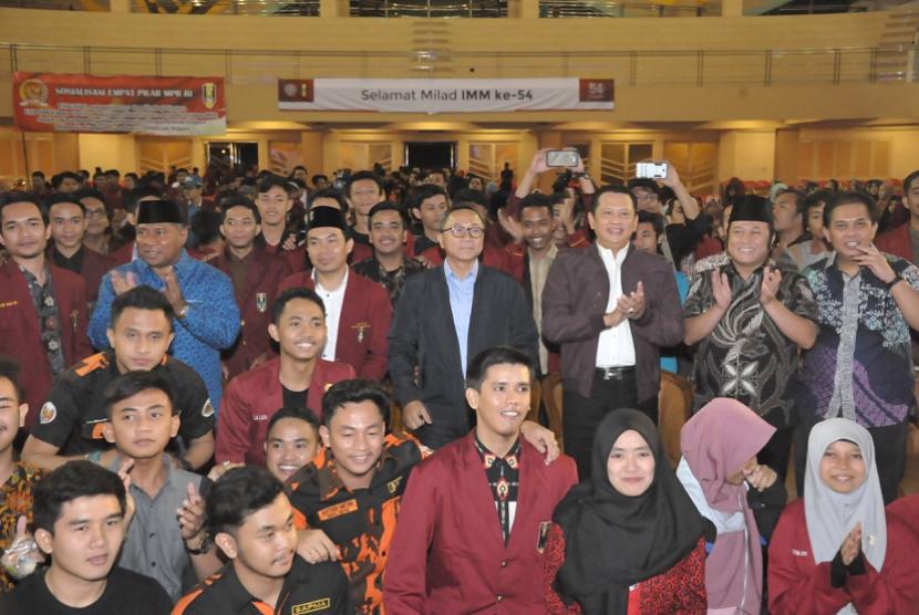 Ketua MPR Zulkifli Hasan menghadiri Milad ke 54 Ikatan Mahasiswa Muhammadiyah di Sportarium Arena UMY Yogyakarta, Rabu (14/3).