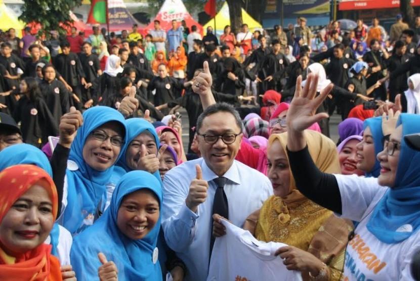 Ketua MPR Zulkifli Hasan menghadiri Peresmian Gerakan Mengajar 1.000 Guru PAUD dari Yayasan Bunda Pintar Indonesia.