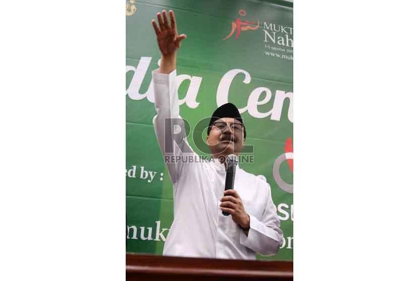 Ketua panitia daerah KH Saifullah Yusuf atau Gus Ipul memberi keterangan kepada wartawan di media center Muktamar NU, Jombang, Jatim (5/8).