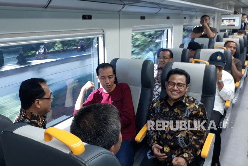 Ketua PKB Muhaimin Iskandar tampak ikut serta dalam peresmian pengoperasian kereta bandara Soekarno-Hatta, Selasa (2/1).