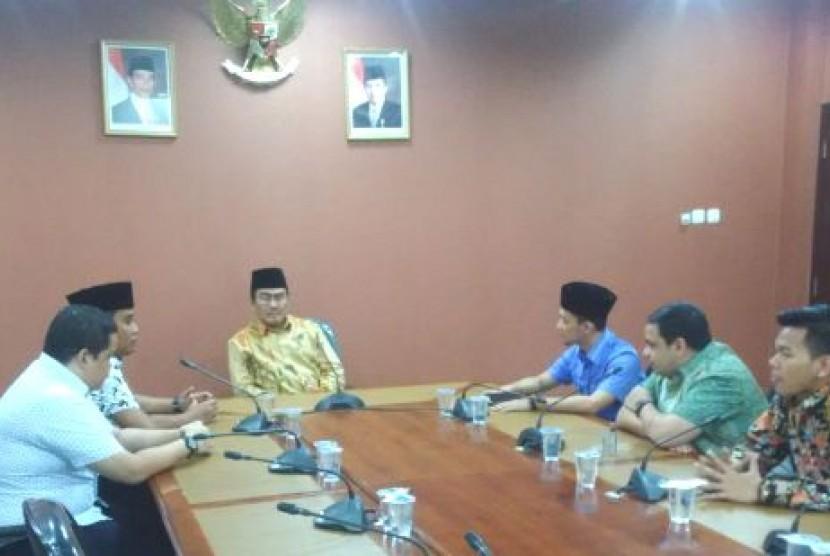 Ketua Presidium ICMI Jimly Asshidiqie bertemu dengan Syarikat Kebangkitan Pemuda Islam (SKPI) di Jakarta, Senin (20/30)