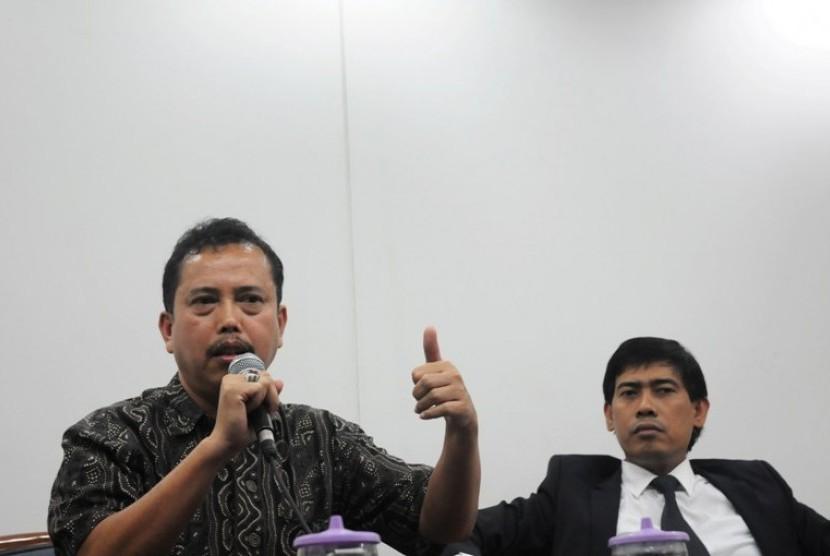Ketua Presidium Indonesia Police Watch (IPW) Neta S Pane (berbicara)