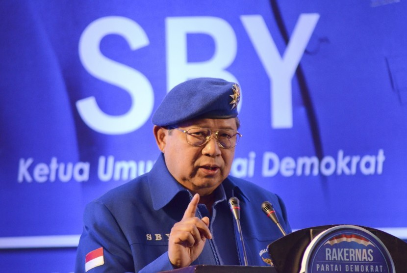 Ketua Umum DPP Partai Demokrat Susilo Bambang Yudhoyono menyampaikan pidato sambutannya saat membuka Rapat Kerja Nasional (Rakernas) Partai Demokrat di Hotel Lombok Raya, Mataram, NTB, Senin (8/5).