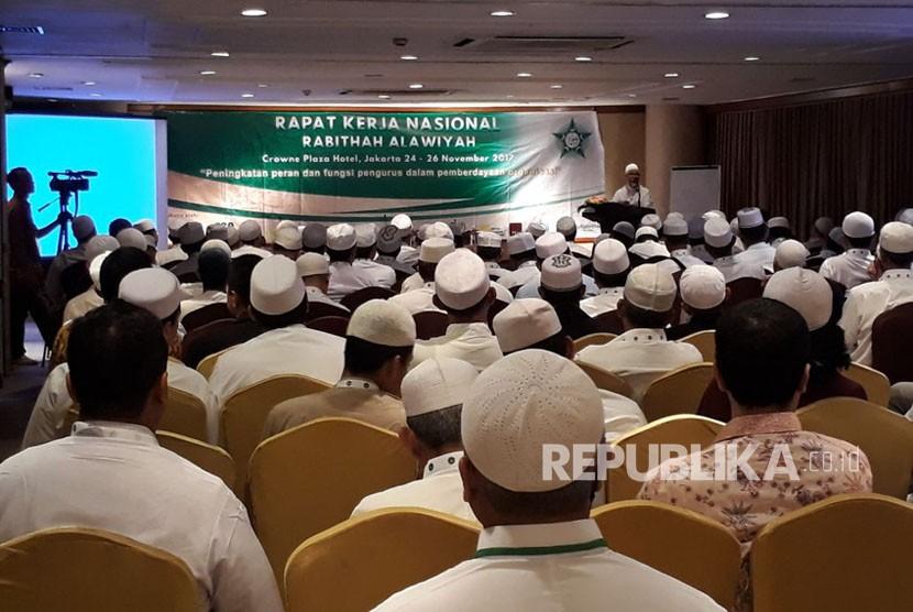 Ketua Umum DPP Rabithah Alawiyah, Habib Zein bin Umar Smith saat sambutan Rakernas Rabithah Alawiyah di  Jakarta, Jumat (24/11) malam.