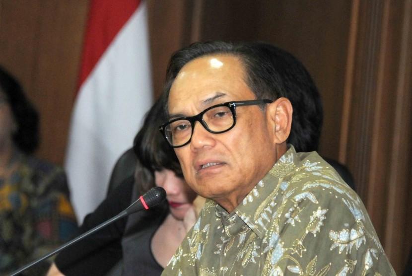 Ketua Umum Kadin Suryo Bambang Sulisto memberikan keterangan kepada wartawan jelang pelasanaan Munas VII Kadin di Gedung Kadin, Jakarta, Selasa (17/11).