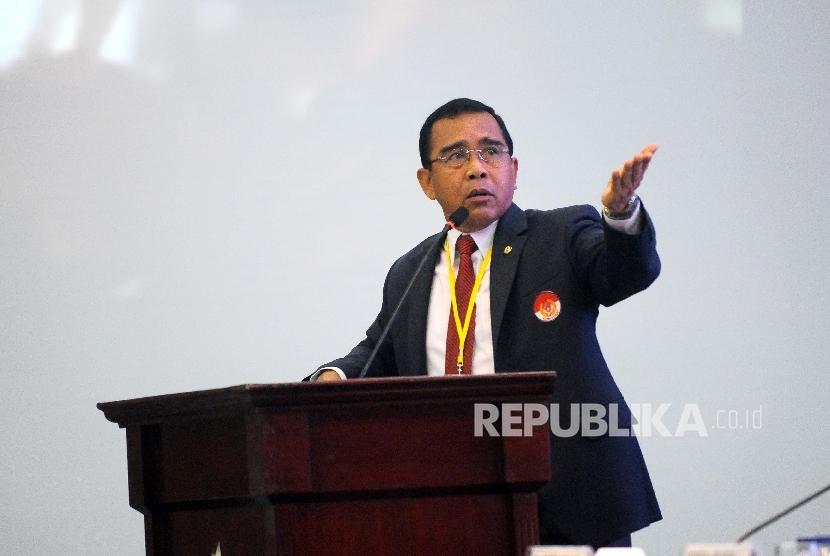 Ketua Umum Komite Olahraga Nasional Indonesia (KONI) Tono Suratman menjadi pembicara dalam seminar