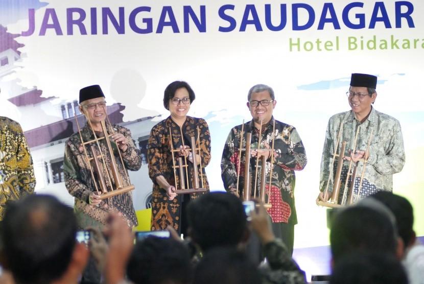 Ketua Umum Muhammadiyah Haedar Nashir menyampaikan sambutan pada pembukaan Rakernas Majelis Ekonomi Kewirausahaan dan Silaturahim Kerja Nasional Jaringan Saudagar Muhammadiyah, di Kota Bandung, Rabu (13/9). Dalam acara tersebut hadir sedikitnya 500 peserta dari seluruh Indonesia yang terdiri dari pengurus para pengusaha UKM maupun besar.