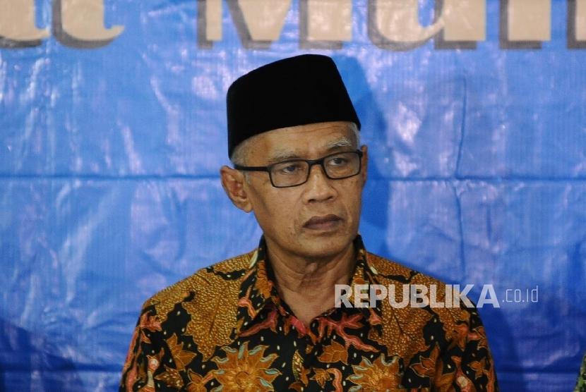 Chairman of Muhammadiyah Haedar Nashir in a press conference regarding the simultaneous regional elections at the Muhammadiyah headquarters, Jakarta, Monday  (Feb 13).