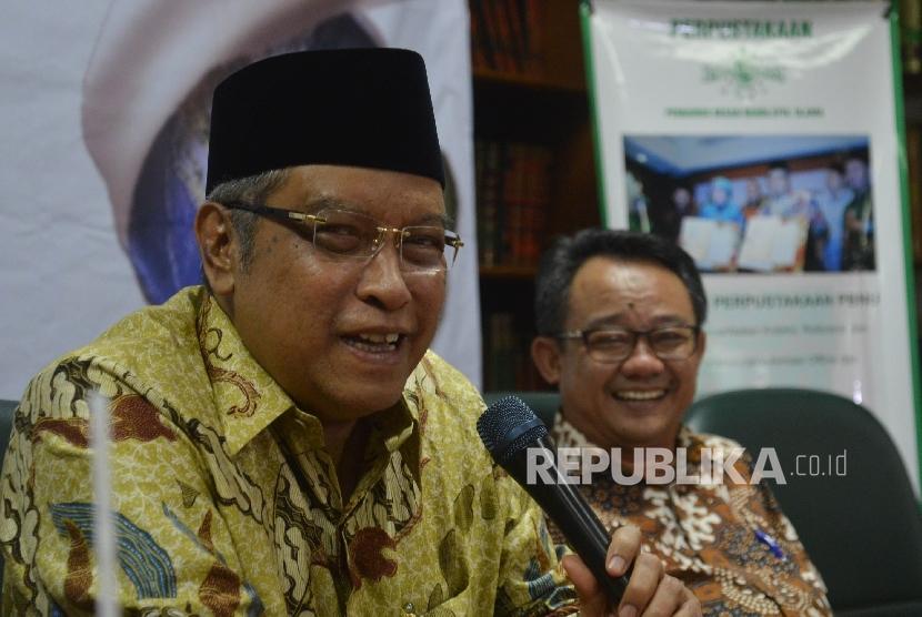 Ketua Umum PBNU KH Said Aqil Siradj (kiri)