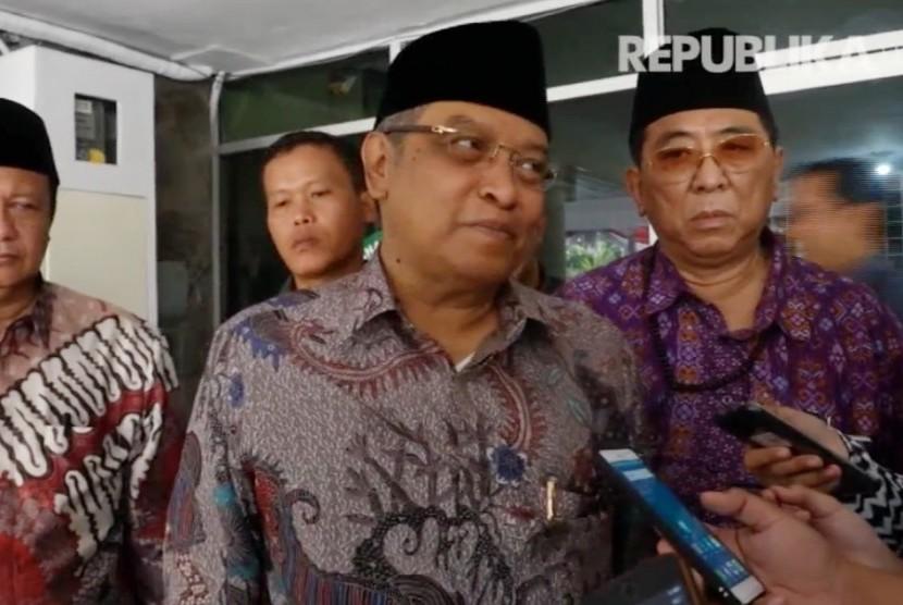 Ketua Umum Pengurus Besar Nahdlatul Ulama (PBNU) KH Said Aqil Siraj (kedua kanan).