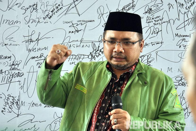 Ketua Umum Pimpinan Pusat GP Ansor, H Yaqut Cholil Qoumas meyampaikan paparannya pada Dialog Pencegahan Faham Radikal Terorisme dan ISIS bagi Pemuda Ansor se- Jawa Tengah di Balai Diponegoro, Semarang, Kamis (28/4).