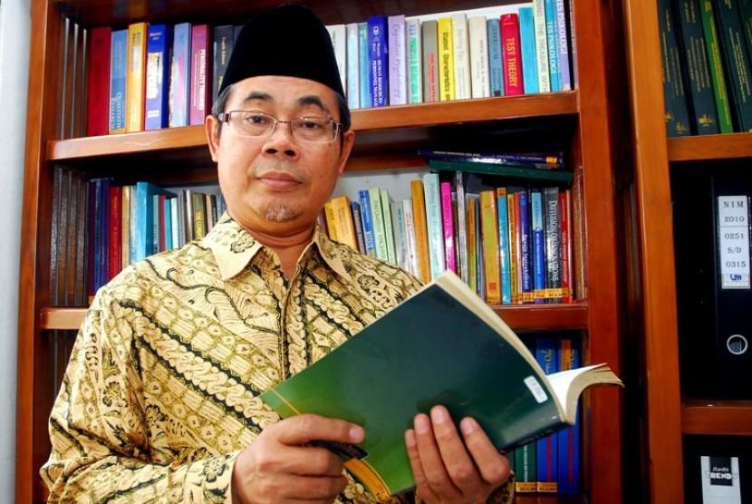 Ketua Umum PP IKADI K.H Ahmad Satori Ismail