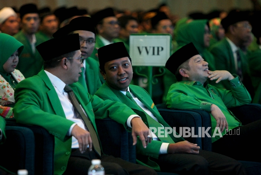 Ketua Umum PPP M Romahurmuziy (tengah),bersama Ketua Majelis Pakar PPP Lukman Hakim Saifuddin (kanan), dan Ketua Majelis Pertimbangan PPP Suharso Monoarfa.