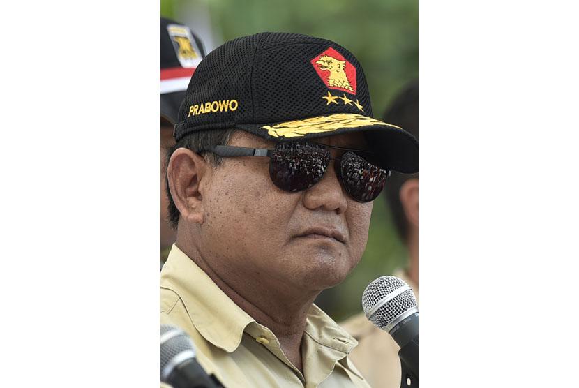 Ketua Umum sekaligus Ketua Dewan Pembina Partai Gerindra Prabowo Subianto menyampaikan orasi dalam Aksi Bela Rohingya 169 di Monumen Patung Kuda, Jakarta, Sabtu (16/9).
