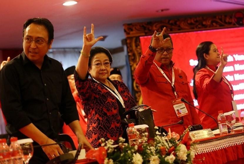 Ketum PDIP Megawati Soekarnoputri menutup Rakernas III PDIP di Bali, Ahad (25/2).