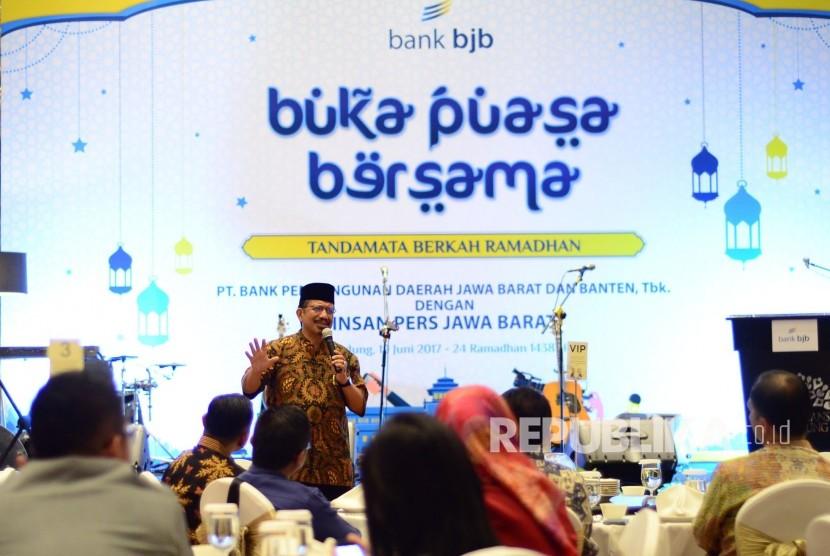 KH Athian Ali memberikan tausiyah pada acara buka puasa bersama Bank BJB dengan wartawan, di Ballroom Trans Studio Hotel, Kota Bandung, Senin (19/6).
