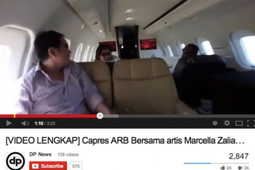 Kiri: Aziz Syamsuddin, Tengah: Marcela Zalianty, Kanan: Abu Rizal Bakrie (Ical).