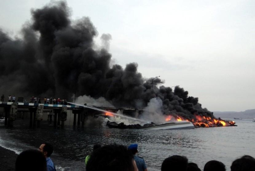 KM Klewang yang terbakar Jumat (28/9)