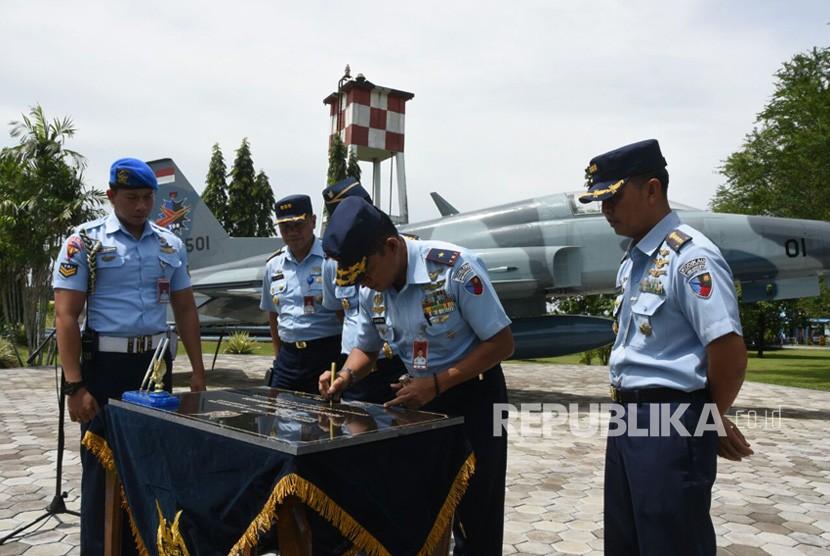 Monumen Pesawat Tempur F5 dan Havard Diresmikan