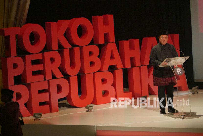Komisaris Utama Republika Erick Thohir memberikan sambutan dalam acara penganugerahan Tokoh Perubahan Republika di Djakarta Theater, Jakarta Pusat, Selasa (10/4).