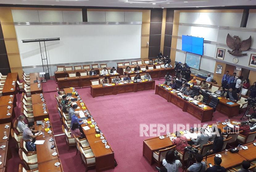 Komisi I DPR menggelar Rapat Dengar Pendapat Umum dengan Perwakilan Facebook Indonesia, Selasa (17/4) terkait kebocoran data sejuta pengguna FB di Indonesia.