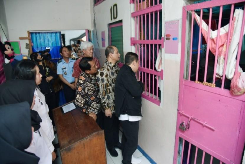 Komisi III DPR RI saat mengunjungi Lapas Kelas II A Kendari, Provinsi Sultra, Selasa (8/5).