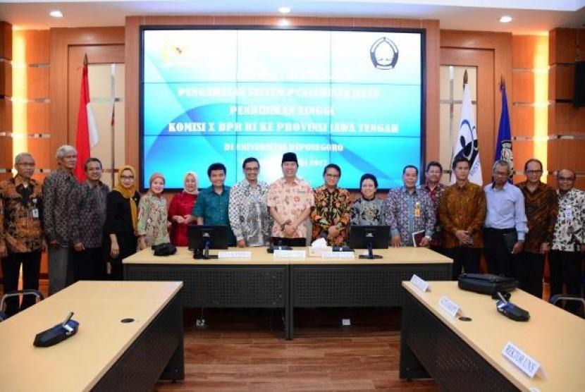 Komisi X melakukan kunjungan kerja spesifik ke Universitas Diponegoro di Semarang, Kamis (15/6).
