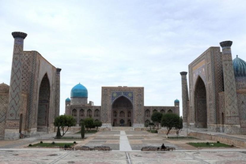 Kompleks Madrasah Ulugh Beg di Samarkand, Uzbekistan.