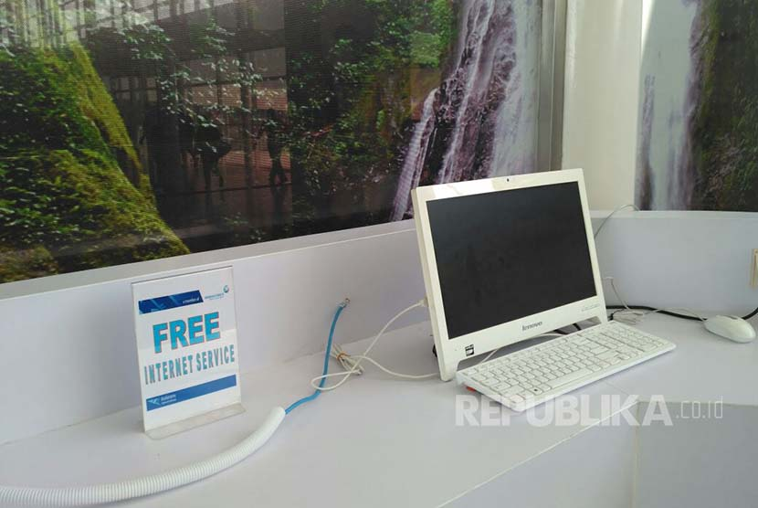 Komputer lengkap dengan sambungan internet gratis