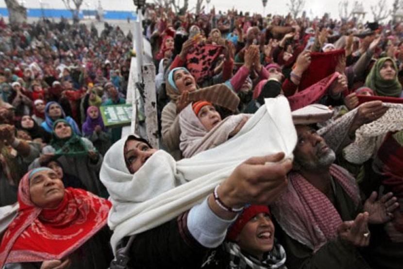 Komunitas Muslim Kashmir.