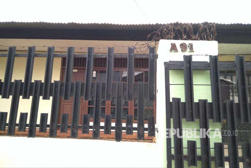 kondisi kediaman pengelola dan pembuat situs nikahsirri.com, Aris Wahyudi di Perumahan Angkasa Puri, Jati Mekar, Jati Asih, Kota Bekasi tampak sepi. Senin (25/9).