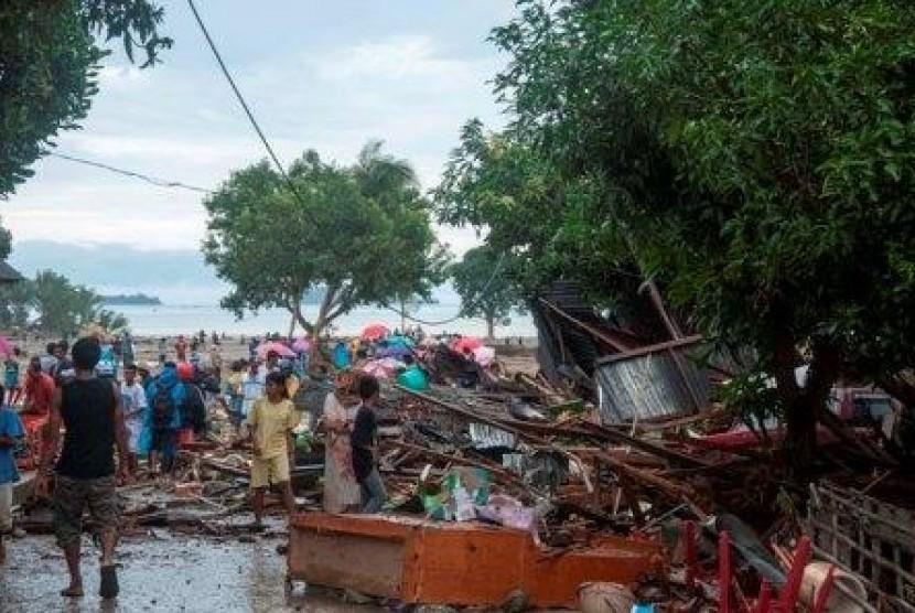 Kondisi pemukiman warga Negeri Lima, Pulau Ambon, Maluku, tersapu banjir bandang akibat jebolnya waduk Way Ela, Kamis (25/7).