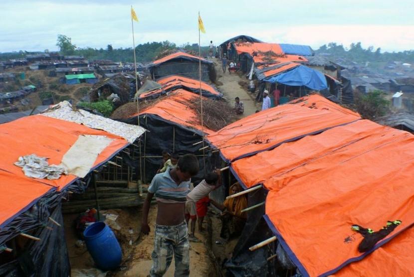 Curah Hujan Memperburuk Kondisi Pengungsian Muslim Rohingya