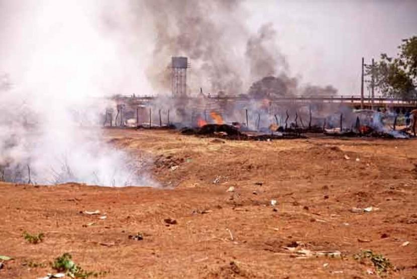 Kondisi salah satu lokasi di kota Heglig Sudan Selatan usai dibombardir oleh pesawat AU Sudan beberapa waktu lalu.