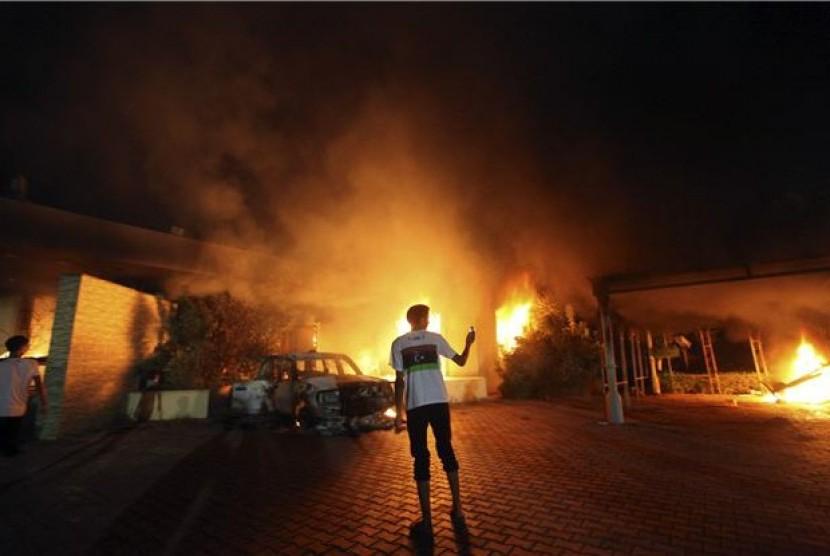 Konsulat Jenderal Amerika Serikat di Benghazi, Libya, terbakar saat sekelompok demonstran menggelar aksi memprotes film yang diproduksi di Amerika Serikat pada 11 September.
