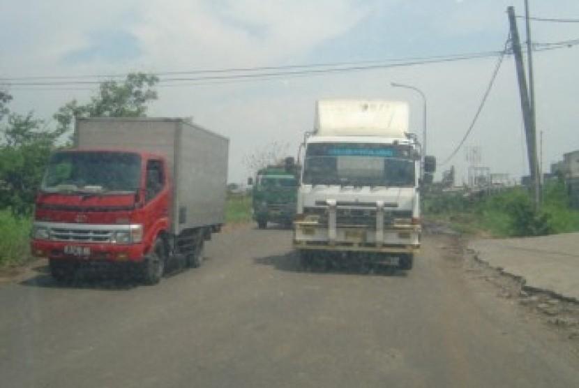 Kontainer dan kendaran berukuran besar lainnya bakal dilarang melintasi ruas-ruas jalan kabupaten di Sleman