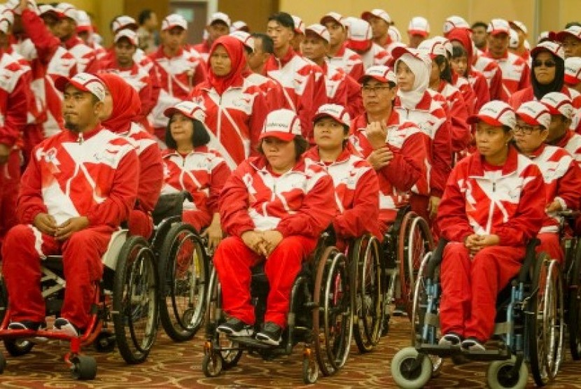 Kontingen Indonesia pada ASEAN Para Games 2017 ketika pelepasan di Solo, Jawa Tengah, Selasa (12/9) | Republika