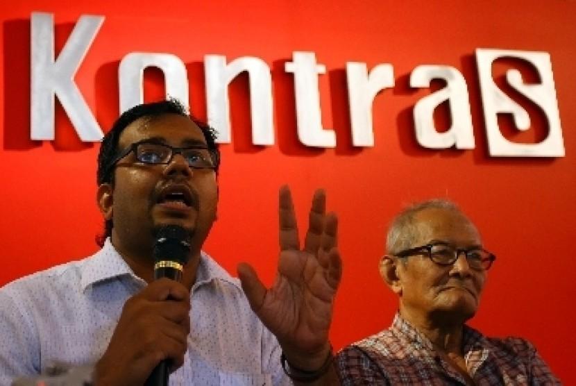 Koordinator Kontras, Haris Azhar (kiri).  (Foto : Edwin Dwi Putranto/Republika)