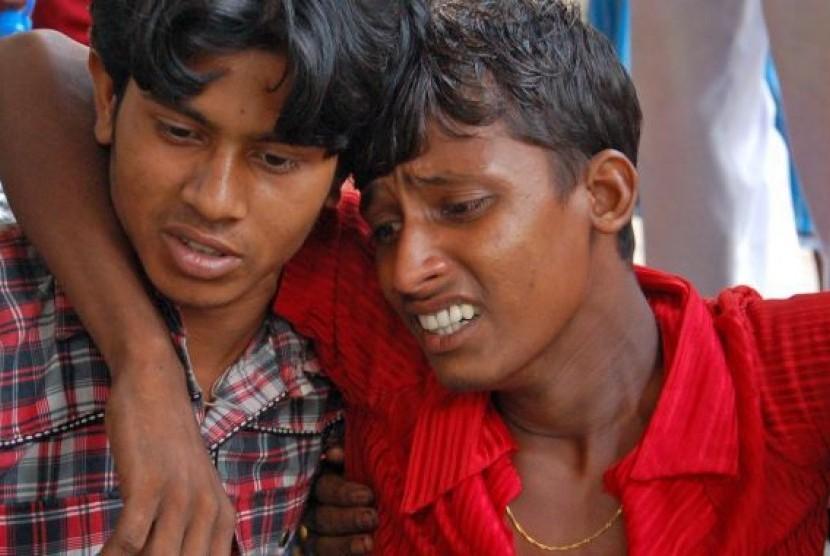 Korban keracunan makanan saat dibawa ke Rumah Sakit.
