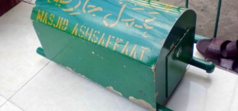Dipecat dari TNI, Lelaki Ini Curi Kotak Amal Masjid