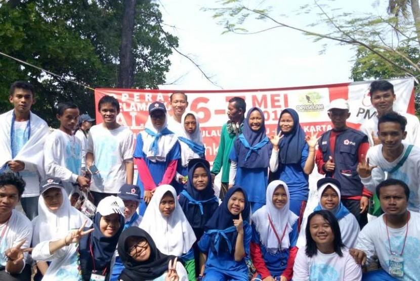 KSR BSI bersama para relawan dari perguruan tinggi lainmnya pada acara OPASELAM.