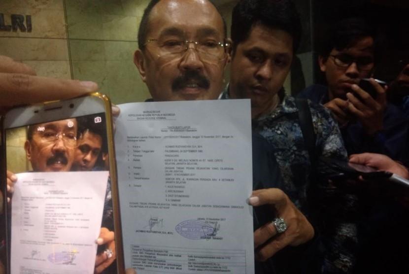 Kuasa hukum Setya Novanto, Fredrich Yunadi, melaporkan empat orang KPK ke Bareskrim Polri, Jumat (10/11) malam