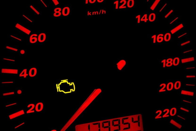 Lampu check engine. Ilustrasi