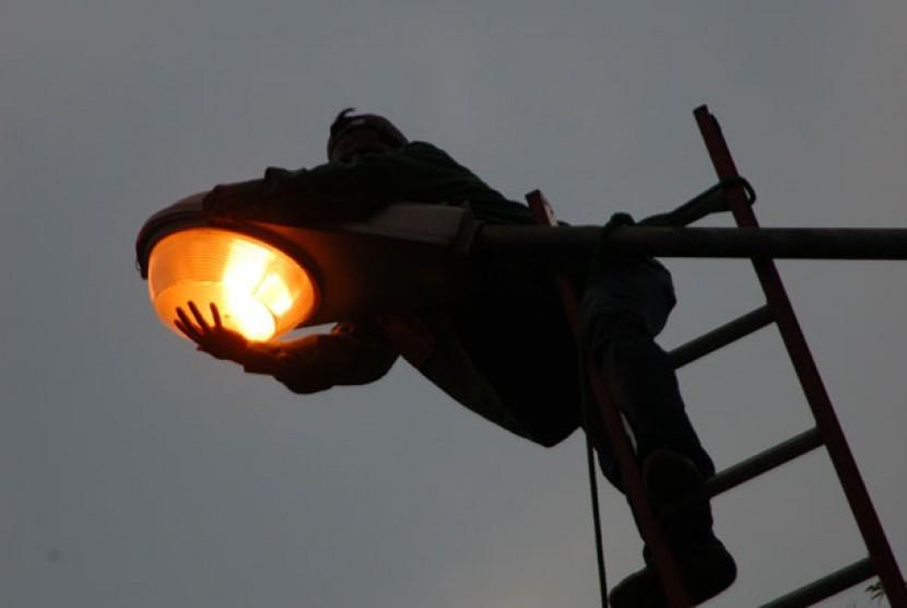 Lampu penerangan jalan umum