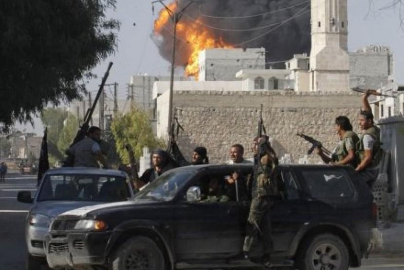 Laskar Tentara Suriah Bebas distrik Bab al-Nayrab di Aleppo.