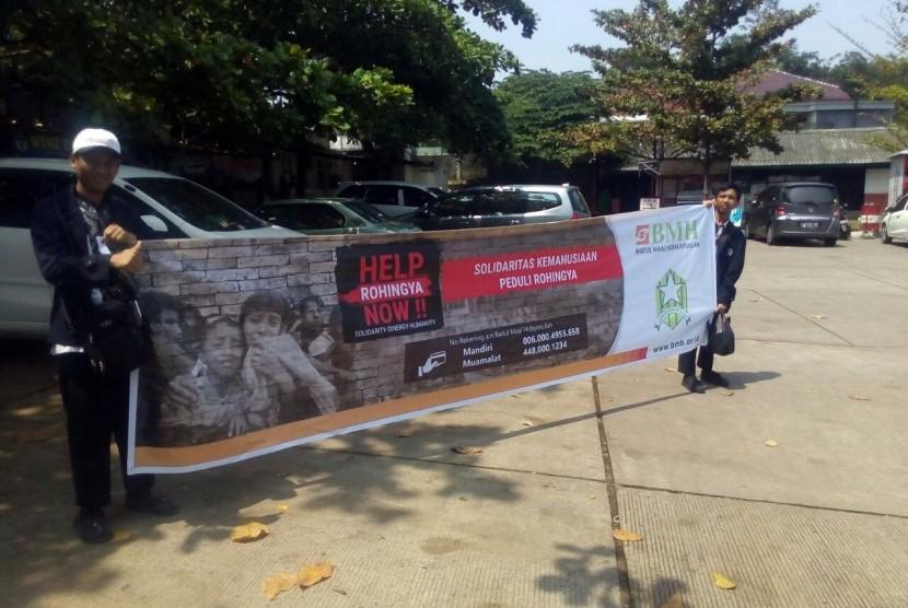 Laznas BMH dan Syabab Hidayatullah menggelar aksi penggalangan dana untuk Muslim Rohingya.