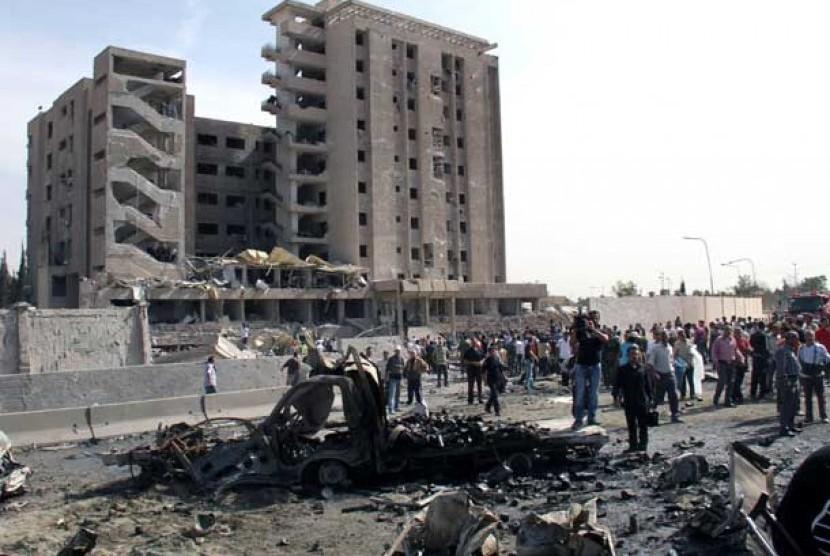 Ledakan bom yang terjadi di depan gedung Intelijen Militer di Damaskus, Suriah, Kamis (10/5).